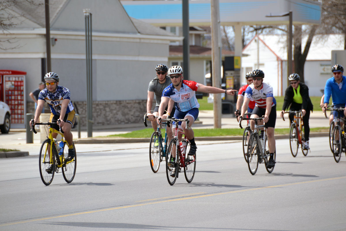 021-2014_moms_day-cyclists_turning.jpg