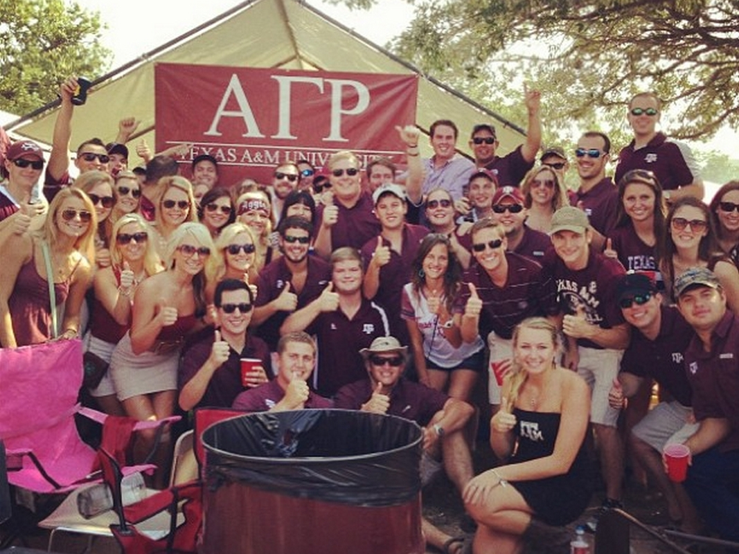 Group_Picture_Tailgate_2013.jpg