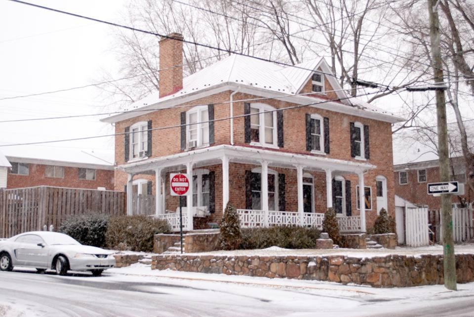 House_snow_2.jpg